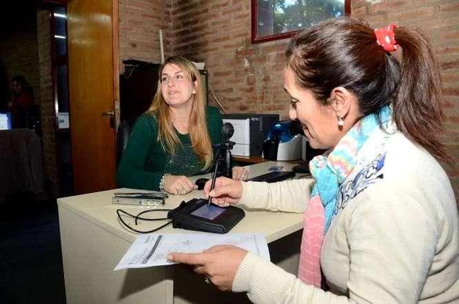 Firmando-carnet-de-conducir-Cordoba_2