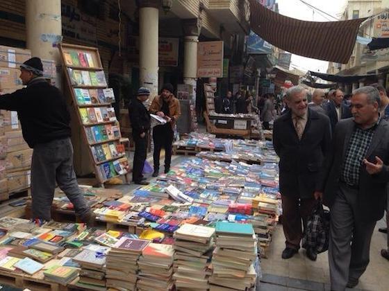 Mercado de livros em Badgá - foto: Kareem Fahim