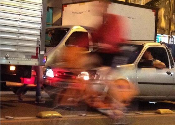 bicicleta-quase-invisivel-copacabana