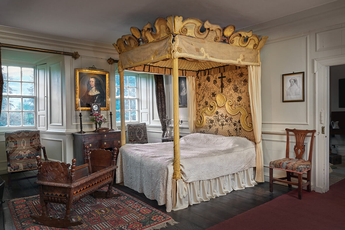 House Bed Frame Uk Take A Tour Through The Floors And Rooms Of Traquair Traquair House