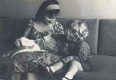С сыном Томасом и дочкой Марией. Вильнюс, 1961