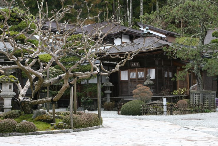 koyasan-temple-garden