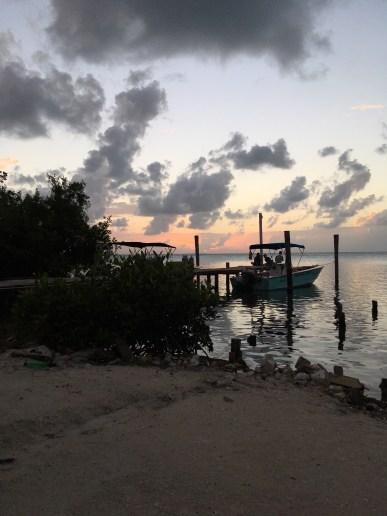 Belize, Lateinamerika, Zentralamerika, Südamerika, Einsteigerland, Anfänger, Einsteiger, Englisch, Meer, Korallenriff, Sonne, Wassersport, was erwartet mich, was kann man erwarten, reisen, reise, ausflug, Reisetipp, Zoo, Höhlen, ATM, schnorcheln, Inseln, Strand, Palmen, Caye Caulker, Meer, Reggae, Entspannung, Sonnenuntergang