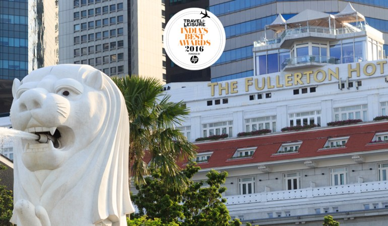 The Merlion Statue with The Fullerton Hotel in the background.