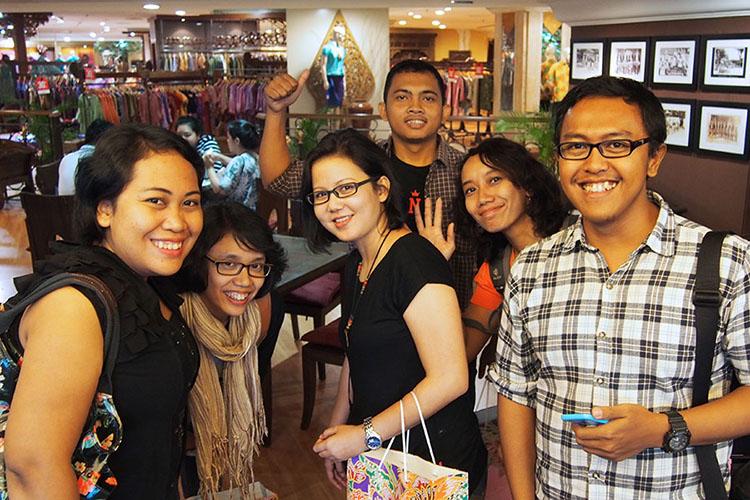 Bersua sekaligus datang di acara obrolan santai dengan Kementerian Pariwisata menanggapi Surat-Surat Travel Blogger