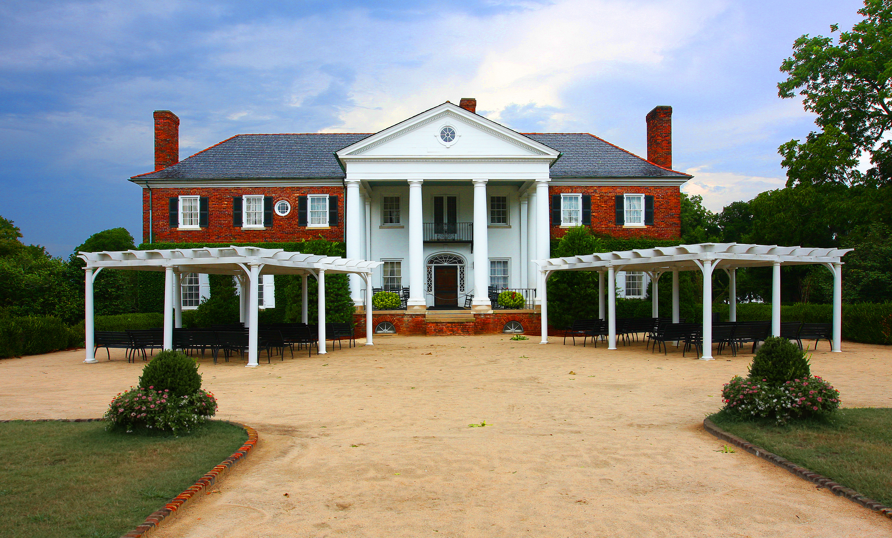 Step into history at boone hall plantation travel blue book for The carolina house
