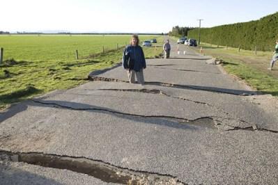 小笠原諸島での噴火はやはり大地震の予兆だった。国民は悲鳴。「首都圏だったらもっと大変なことになっていた」という声も。