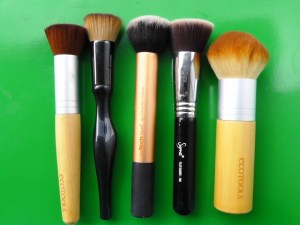 Left to right: Ecotools buffing brush, Sonia Kashuk, Real Techniques, Sigma F80, Ecotools bronzing brush.