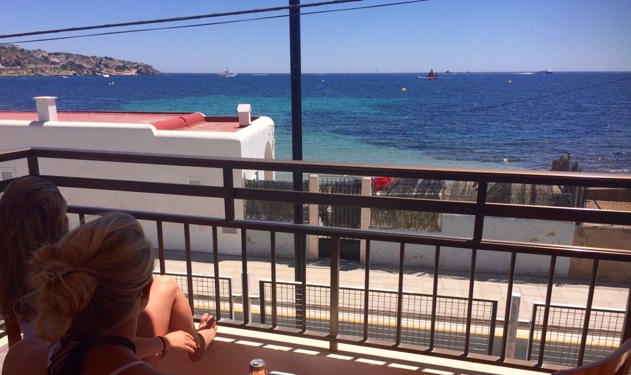 Rbnb Ibiza Airbnb Vs Hostels Vs Couchsurfing