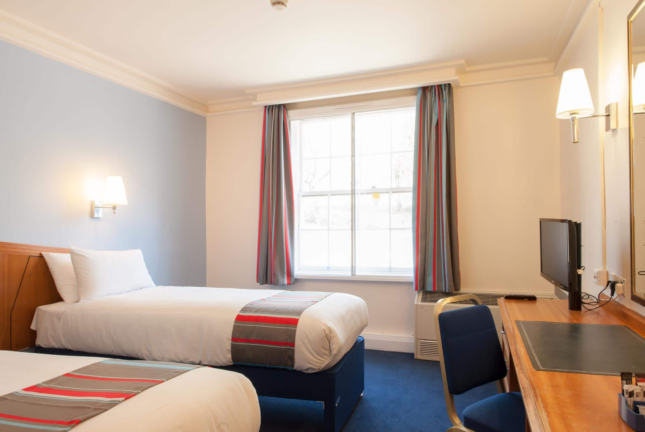 Hotel Bedroom Sizes Uk Travelodge London Kings Cross Royal Scot Hotel London