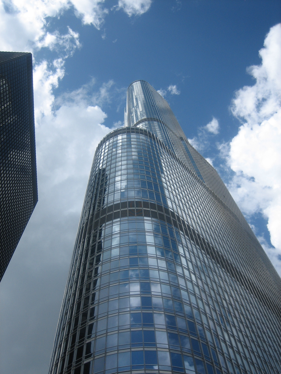 Skyscraper and Sky - Chicago, Illinois - Photo