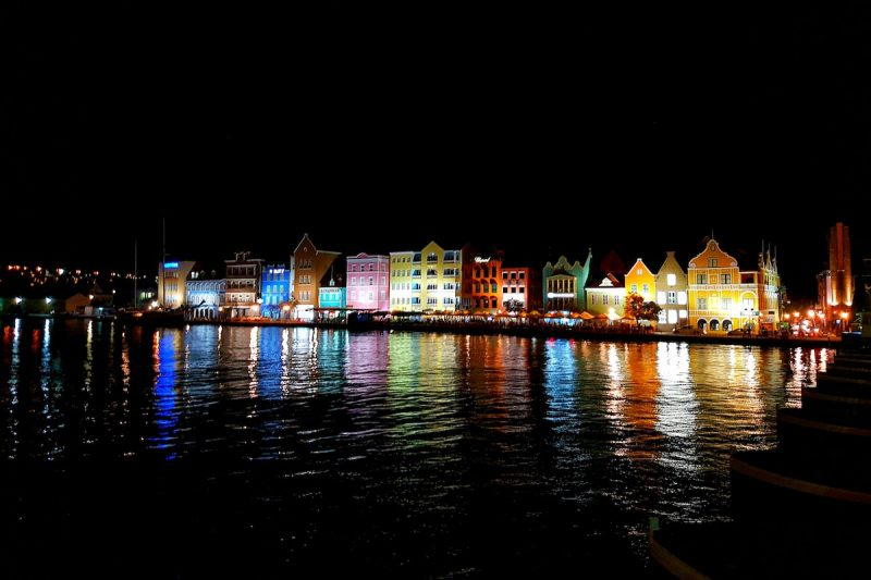 7km walking guide to Willemstad, Curçao