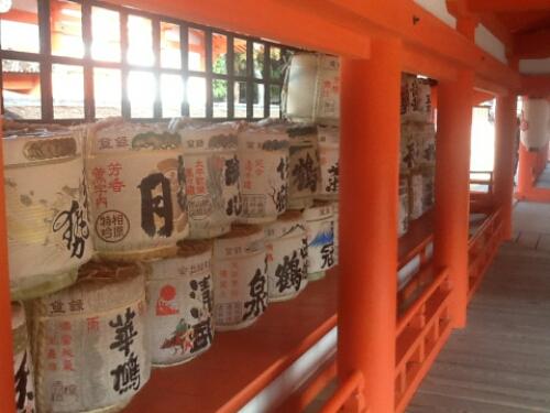 Barrelsmof sake in Miyajima