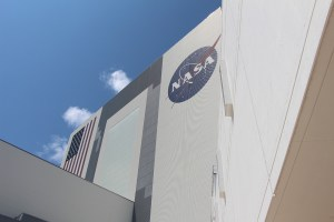 vehicle_assembly_building_vab_nasa_travelxena_1