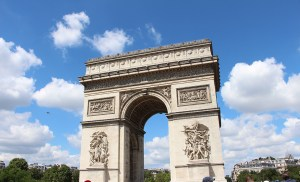 arc_de_triomphe_paris_france_travelxena_1
