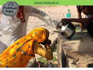 girl water drinking rajasthan