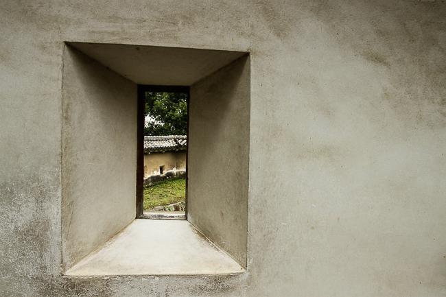 A small window in a defensive castle wall in Himeji