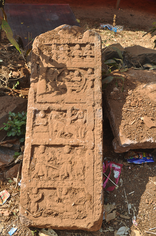 The dusty stone we found by the village road (Picture courtesy: Ravi Vaidyanathan)