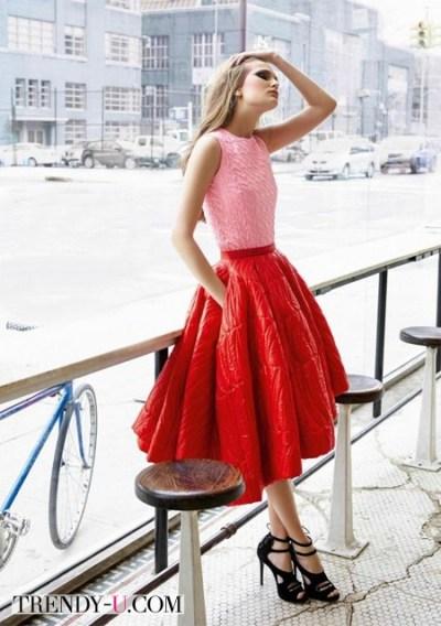 Блузка к красной юбке