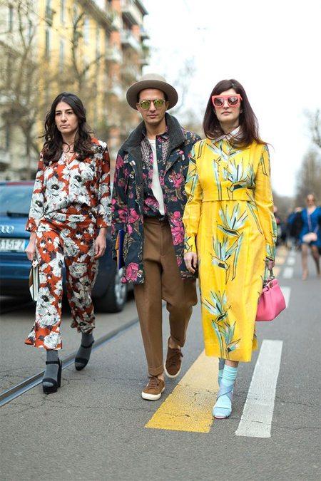 Уличные модницы носят носки