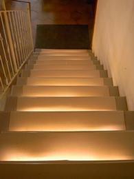 indirektes Treppenlicht mit LEDbeleuchtung