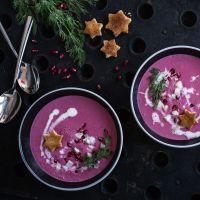 [quick'n dirty tricky christmas menu]: rote bete prosecco schaumsüppchen, geräucherte forelle, granatapfel, dill und zimtsterncroutons