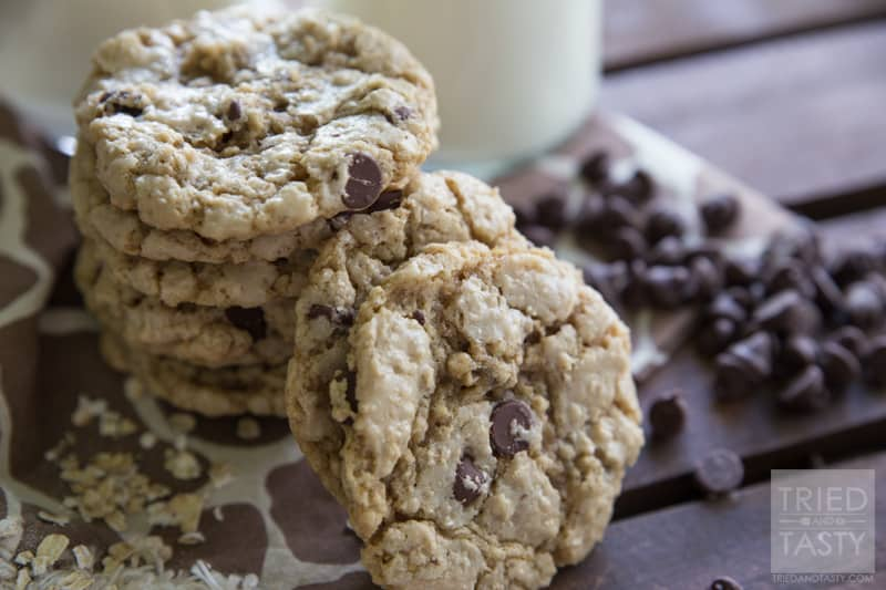 Crunchy Oatmeal Chocolate Chip Cookies // Looking for a little 'crunch ...