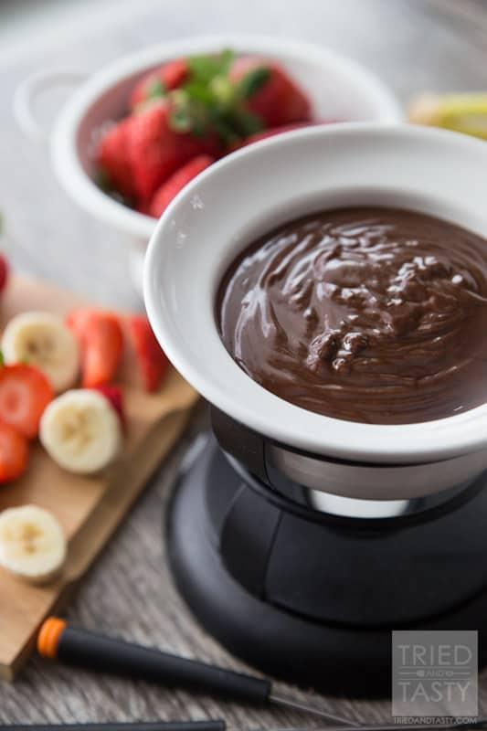 Peanut Butter Fondue // Calling all peanut butter lovers! This fondue ...