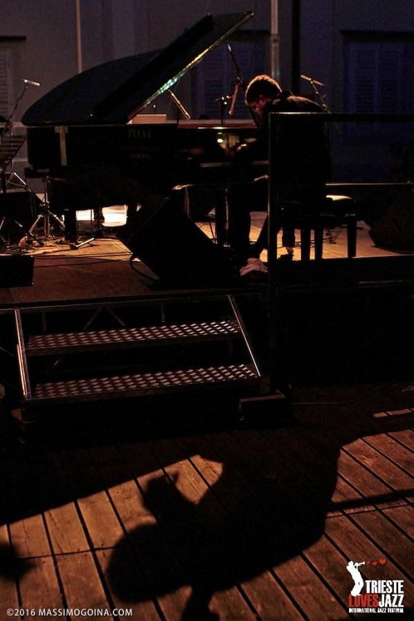 """TRIESTELOVESJAZZ 2016 07 11 - ANGELO COMISSO & GIULIO CENTIS - Angelo Comisso: piano; Giulio Centis: live electronics - Nel progetto del duo, nato nel 2013 in occasione di un concerto alla mostra d'arte della Biennale di Venezia, la performance al piano di Comisso, uno dei musicisti italiani più apprezzati sulla scena internazionale, è """"processata"""" in tempo reale dall'elettronica di Giulio Centis giovane sound designer di grande sensibilità ed intuito. PH MASSIMOGOINA.COM"""