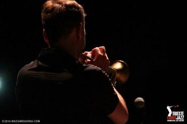 TRIESTELOVESJAZZ 2016 07 12 FRANCESCA BERGAMASCO Omaggi in Jazz - Francesca Bergamasco: vocals; Flavio Davanzo: trumpet; Renato StRUkelj: piano; Mario Cogno: bass - Francesca Bergamasco ed i suoi musicisti rileggono in chiave jazz alcuni grandi classici della canzone italiana: da Mina a Battisti, passando per De Andrè, brani rimasti nella memoria collettiva che rivivono nel sound raffinato ed elegante di questo talentuoso quartetto. PH MASSIMOGOINA.COM
