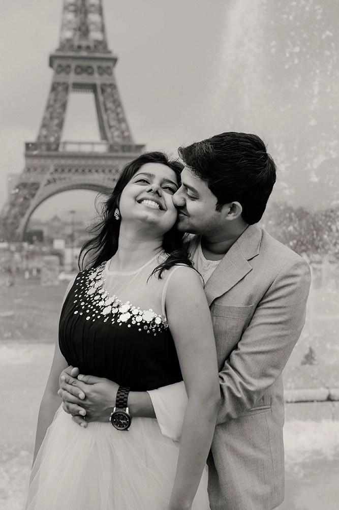 Sweet Cute Couple Hd Wallpaper Honeymoon Romance Captured In A Playful Paris Photoshoot