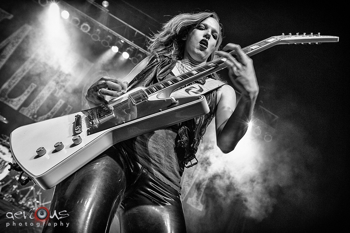 Download Wallpaper Of Girl With Guitar Live Concert Photos Halestorm True Endeavors Presents