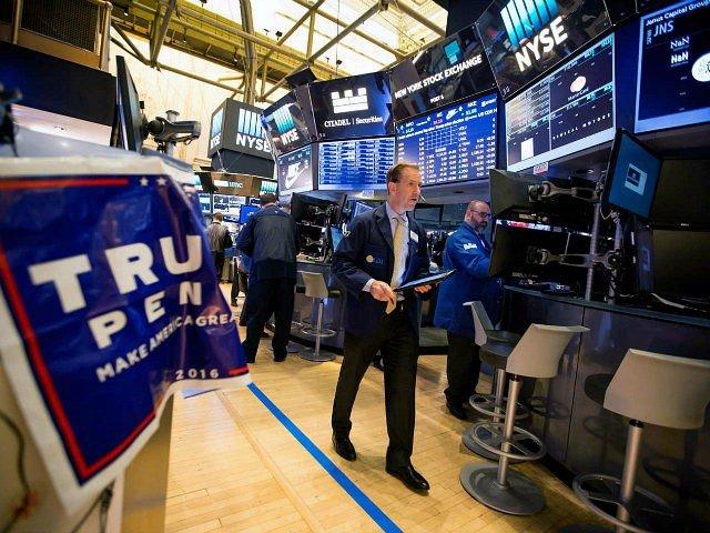 trump-pence-sign-new-york-stock-exchange-getty-640x480