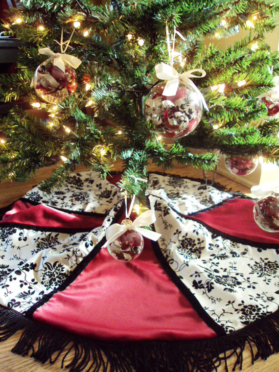 Red_Cream_and_Black_Christmas_Decorations