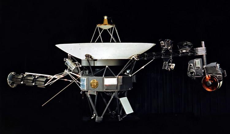 voyager 2 système solaire uranus anneaux