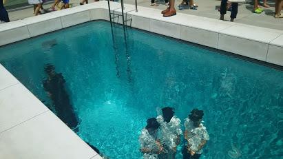 DSC 0574 21世紀美術館でプール気分?駐車場代だけでも充分楽しめる♪