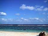 吉野海岸。海が黒いのはサンゴ礁