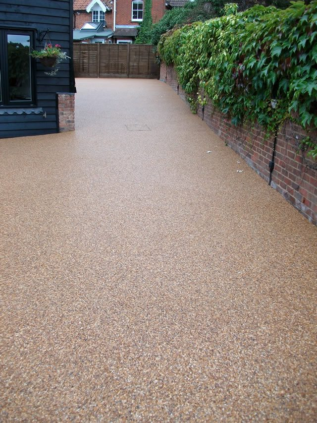 Kiesauffahrt Resin-bound Pavement | Driveway Landscaping, Back Garden