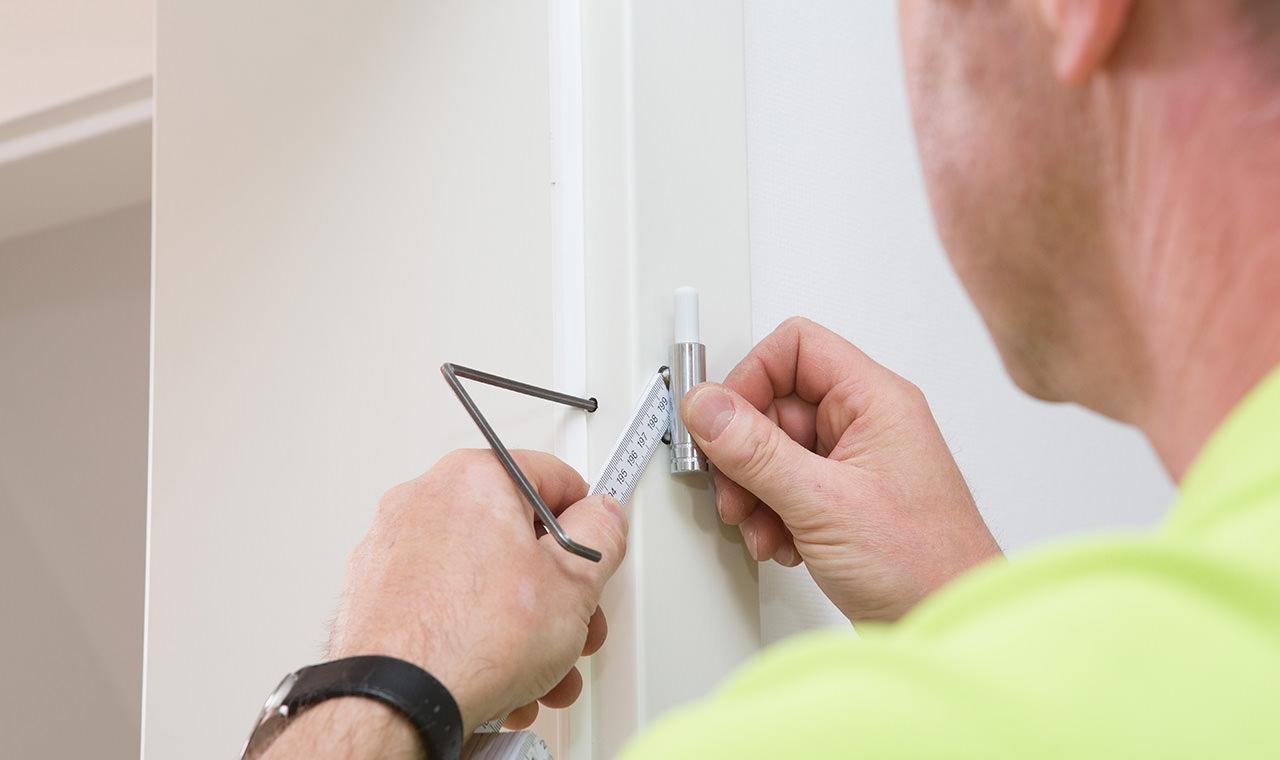 Siemens Kühlschrank Tür Justieren : Haustür einstellen anleitung top scharnier haustür einstellen