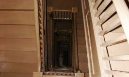 Aprende a subir y bajar escaleras con muletas o bastones