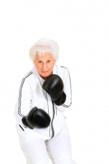 mujer-mayor-boxeo