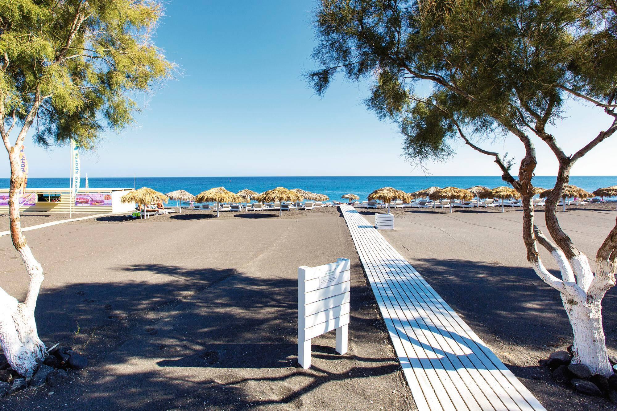 Bagno Wave Punta Marina When Is The Best Time To Visit Perissa Tui