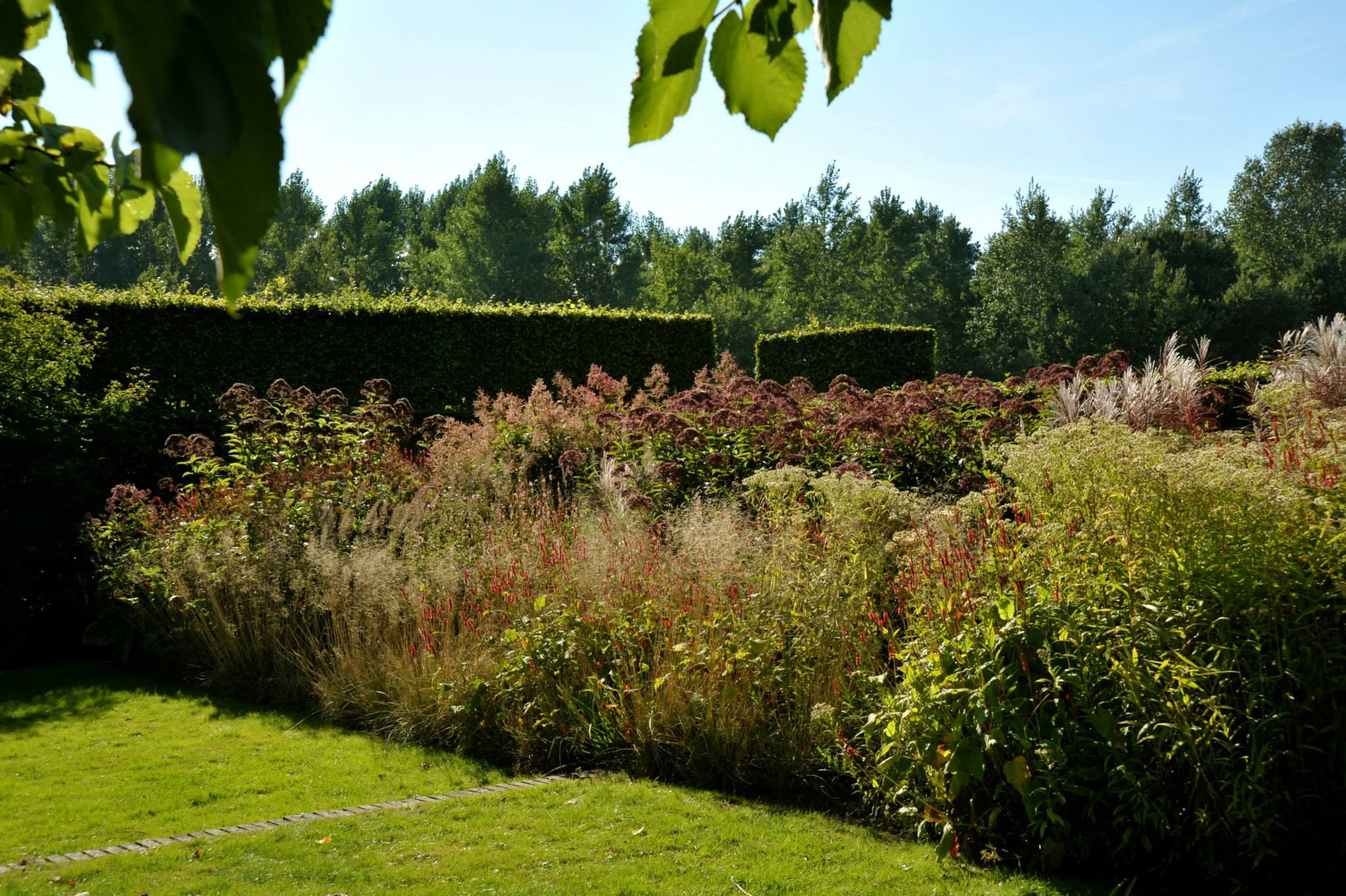 Home En Garden Brown Is Also A Color Herfst Bij Piet Oudolf In Hummelo