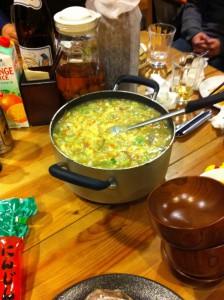 荒骨や内臓から採った出汁で作る大量のお雑炊!もペロリ。