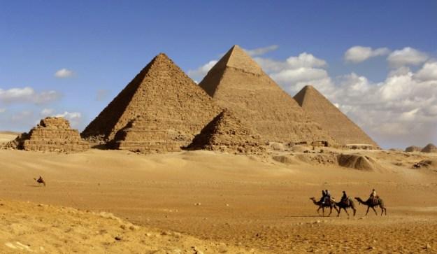No es la primera vez que las autoridades egipcias buscan promover el Egipto cristiano como opción entre otros destinos más clásicos. Ya en 1999, bajo el régimen de Hosni Mubarak, se había intentado una campaña similar, pero sin éxito.