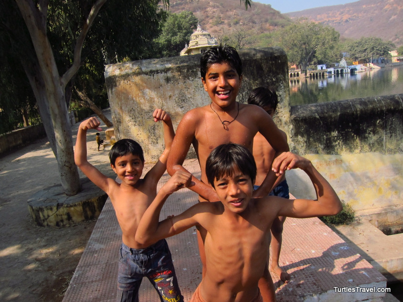 Kids in Bundi