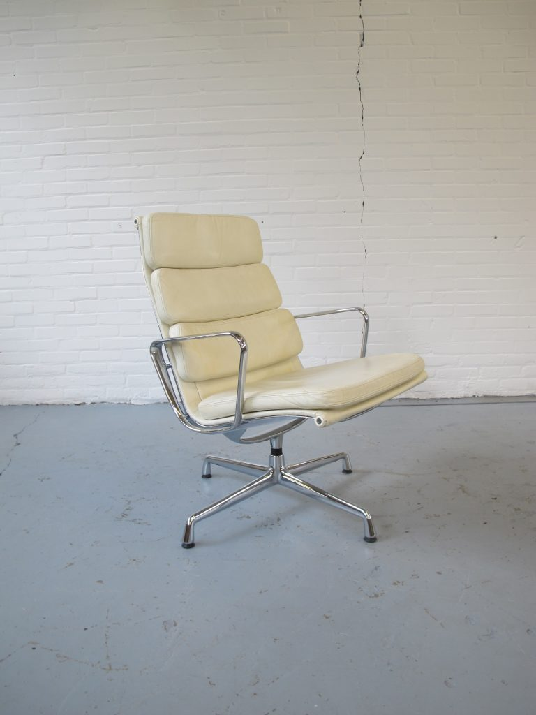 Vitra Lounge Chair Tweedehands Fauteuil Originele Lounge Chair Van Charles And Ray Eames Ea 216