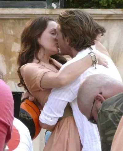 Flirty Quotes Wallpaper Spotted Leighton Meester And Luke Bracey Tv Fanatic