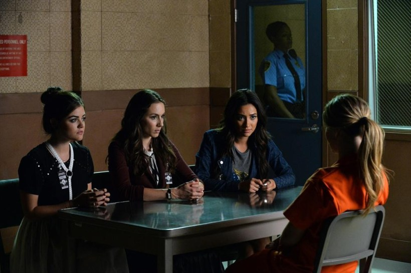 """Pretty Little Liars 5x21 """"Bloody Hell"""" Promotional Photos"""