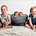 Tvillingparen Jonatan och Elise och här två veckor gamla Vide och Ester.